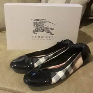 🤩❤Nwt Burberry Flats! Gorgeous real patent